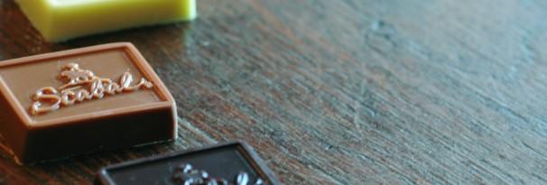 Tabletten en chocolaatjes met reliëf